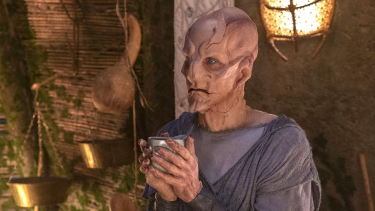 "Saru having a sip of tea in the Star Trek Discovery episode ""The Sound of Thunder"""